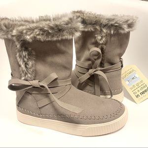 NWT Toms Vista Boots Suede and Fur 6.5